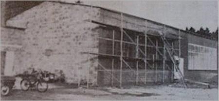 Sporthalle des SVR kurz vor der Fertigstellung im Jahre 1970